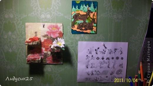 моя полочка из гафрированого картона и салфетки что то типа декупажа а полочки из под спичек фото 6