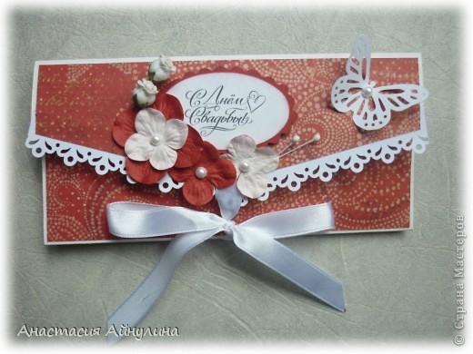 Подруга попросила сделать конверт для денег на свадьбу в красном цвете. Вот что вышло фото 1