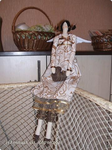 """Эта наша первая тильда - Марфа-садовница. Дочечка очень хотела тильду на Новый год, пришлось снегурочке """"Наташа-Леша"""" (Леша мой муж, тоже помогал шить) по ночам шить куклу.  фото 3"""