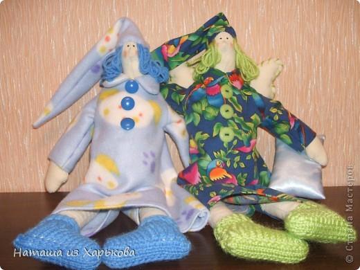 """Эта наша первая тильда - Марфа-садовница. Дочечка очень хотела тильду на Новый год, пришлось снегурочке """"Наташа-Леша"""" (Леша мой муж, тоже помогал шить) по ночам шить куклу.  фото 5"""