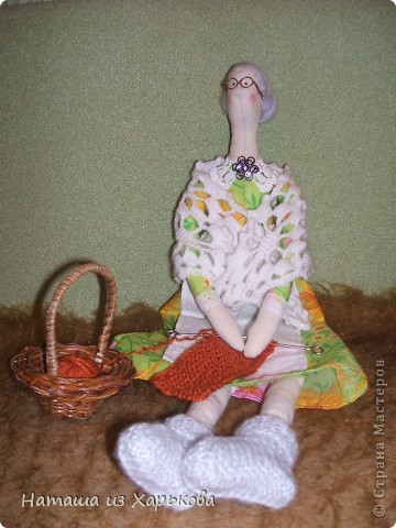 """Эта наша первая тильда - Марфа-садовница. Дочечка очень хотела тильду на Новый год, пришлось снегурочке """"Наташа-Леша"""" (Леша мой муж, тоже помогал шить) по ночам шить куклу.  фото 7"""