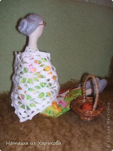 """Эта наша первая тильда - Марфа-садовница. Дочечка очень хотела тильду на Новый год, пришлось снегурочке """"Наташа-Леша"""" (Леша мой муж, тоже помогал шить) по ночам шить куклу.  фото 8"""