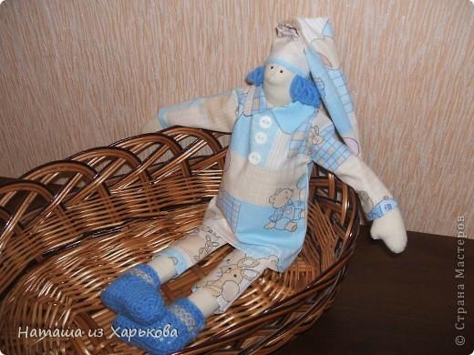 """Эта наша первая тильда - Марфа-садовница. Дочечка очень хотела тильду на Новый год, пришлось снегурочке """"Наташа-Леша"""" (Леша мой муж, тоже помогал шить) по ночам шить куклу.  фото 6"""