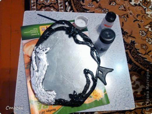Простое зеркало, пластика, чёрная акварель, поталь, лак.    фото 5