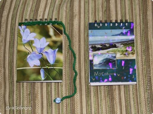 """Блокнот, распечатанная авторская фотография цветочка-колокольчика, ножницы, крючок, зелёная нитка и какая-то бусина для закладки... Справа - блокнот """"до"""", слева - """"после""""."""