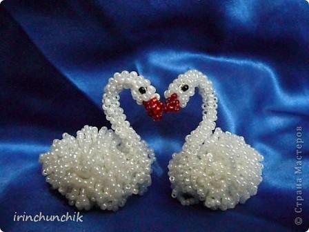 Вот такая парочка лебедей у меня недавно родилась. Вообще они созданы для свадебной композиции, которую выложу позже, когда закончу. Но я так люблю этих птиц, что не удержалась и сфотографировала их пока отдельно. фото 2