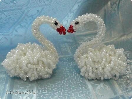 Вот такая парочка лебедей у меня недавно родилась. Вообще они созданы для свадебной композиции, которую выложу позже, когда закончу. Но я так люблю этих птиц, что не удержалась и сфотографировала их пока отдельно. фото 4