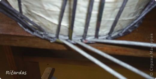 Может не все знают, как делать плавный переход при плетении 3 трубочками. Постараюсь обьяснить и показать как это делается... Отмечаем первый стоячок, с которого начинаем плести 3 трубочками (ниткой, прищепкой, чем угодно, потом будет видно на фото) и начинаем плести... фото 1