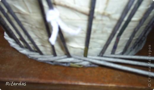 Может не все знают, как делать плавный переход при плетении 3 трубочками. Постараюсь обьяснить и показать как это делается... Отмечаем первый стоячок, с которого начинаем плести 3 трубочками (ниткой, прищепкой, чем угодно, потом будет видно на фото) и начинаем плести... фото 6