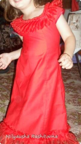 Дочка давно просила сшить ей платье в пол. Вот и сшилось такое.  Теперь осталось ждать праздника. фото 11