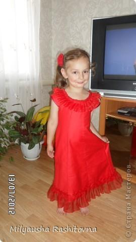 Дочка давно просила сшить ей платье в пол. Вот и сшилось такое.  Теперь осталось ждать праздника. фото 1
