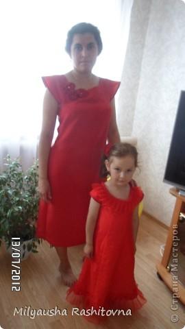 Дочка давно просила сшить ей платье в пол. Вот и сшилось такое.  Теперь осталось ждать праздника. фото 13