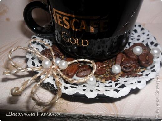 Ручки так и чешутся, сделать что-нибудь...Вот я и сделала ромашково-кофейный топиарчик!!! Он маленький, но пахнет - просто сказка.Первый раз в кружечку насыпала молотый кофе, обычно зёрна или другой декор, а в этот раз помолола... Запах - ммммммммммммм....!!! фото 3