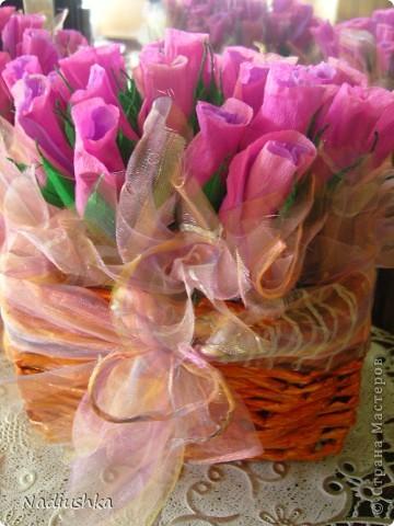 Приглашена на двойное День рождения - подруги совместно празднуют 25-летие. Ну как обойти такое событие и не поддаться творческому порыву? ) Вот и зародилась идея подарить по корзине из 25 роз.  фото 5