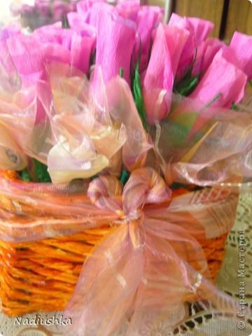 Приглашена на двойное День рождения - подруги совместно празднуют 25-летие. Ну как обойти такое событие и не поддаться творческому порыву? ) Вот и зародилась идея подарить по корзине из 25 роз.  фото 6
