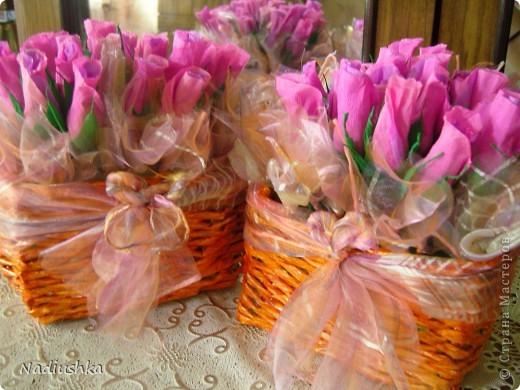 Приглашена на двойное День рождения - подруги совместно празднуют 25-летие. Ну как обойти такое событие и не поддаться творческому порыву? ) Вот и зародилась идея подарить по корзине из 25 роз.  фото 1