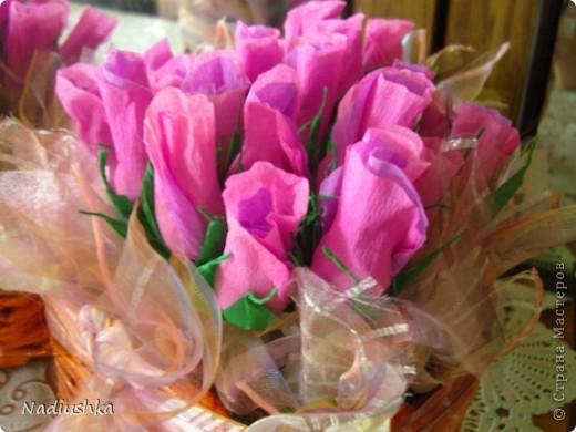 Приглашена на двойное День рождения - подруги совместно празднуют 25-летие. Ну как обойти такое событие и не поддаться творческому порыву? ) Вот и зародилась идея подарить по корзине из 25 роз.  фото 7