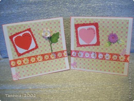 Еще с зимы у меня лежали заготовочки для открыточек. Но все не было повода их доделать. Сегодня такой повод появился и я с радостью доделала открыточки. Для открыточек использовала акварельную бумагу, фон-распечатки, узорный картон, дырокольные сердечки(спасибо девочкам по обмену), цветочки-листочки для скрапа, жидкий жемчуг, бумажную ленту, штемпельную подушечку, угловой штамп, дырокольную бабочку МС. Открыточек всего 9 штук. И они друг от друга не сильно отличаются. фото 1