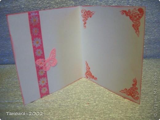 Еще с зимы у меня лежали заготовочки для открыточек. Но все не было повода их доделать. Сегодня такой повод появился и я с радостью доделала открыточки. Для открыточек использовала акварельную бумагу, фон-распечатки, узорный картон, дырокольные сердечки(спасибо девочкам по обмену), цветочки-листочки для скрапа, жидкий жемчуг, бумажную ленту, штемпельную подушечку, угловой штамп, дырокольную бабочку МС. Открыточек всего 9 штук. И они друг от друга не сильно отличаются. фото 5