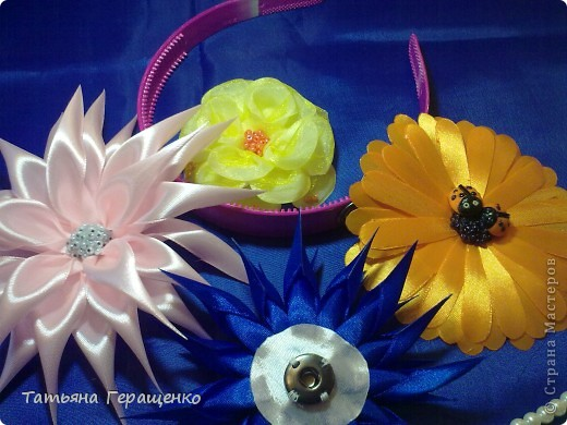 Муж сказал, что этот цветик похож на купальницу... ну пускай будет купальница)) фото 7