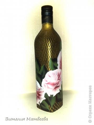 Здравствуйте жители СМ! Я сегодня к вам с новой бутылочкой. Описывать не буду, думаю все и так понятно. Как делала фон http://stranamasterov.ru/node/390795 Как рисовала розы вот МК http://stranamasterov.ru/node/372549 . Желаю приятного просмотра и отличного настроения!  фото 2