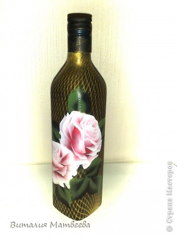 Здравствуйте жители СМ! Я сегодня к вам с новой бутылочкой. Описывать не буду, думаю все и так понятно. Как делала фон http://stranamasterov.ru/node/390795 Как рисовала розы вот МК http://stranamasterov.ru/node/372549 . Желаю приятного просмотра и отличного настроения!  фото 1