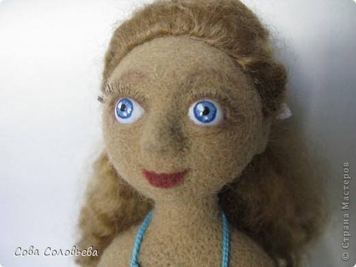 первая кукла, не судите строго)) родные определили ее, как Ассоль. кораблик, правда, без алых парусов... фото 2