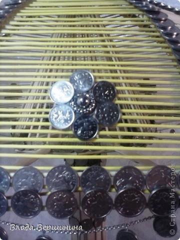 Светильник из палочек для мороженого и монет. Использовала около 700 палочек  для мороженого, около 1000 пятикопеечных и около 200 копеечных монет, около  ста палочек для барбекю. Размеры: Высота - 75 см, диаметр абажура - 45 см фото 2