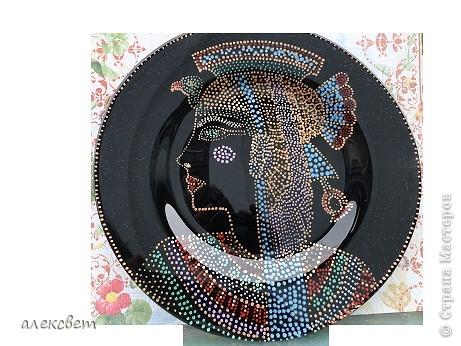 Здраствуйте мастера и мастерицы. Тарелочка с египетской дамой.  (26 см), точечная роспись. фото 1