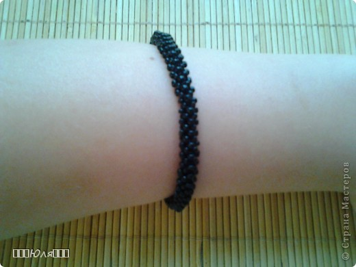 Эти браслетики сплетены плетением в крестик. фото 4
