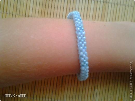 Эти браслетики сплетены плетением в крестик. фото 10