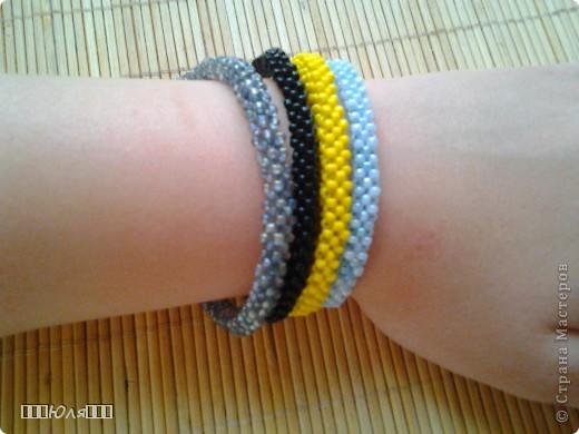 Эти браслетики сплетены плетением в крестик. фото 1