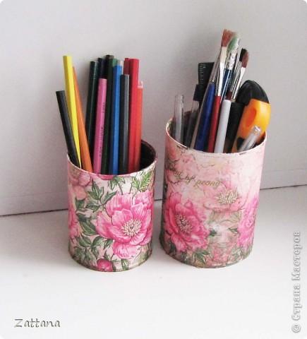 Эти карандашницы сделала из консервных банок. фото 2