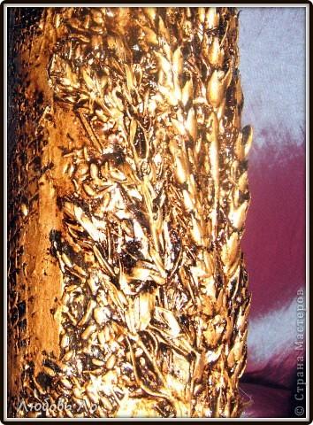 """Ваза для цветов в технике""""Терра"""".  Шпатлевка, вдавленные колосья  злаковых, клей ПВА, золотая краска из баллончика, битум, уайт-спирит, лак. фото 3"""