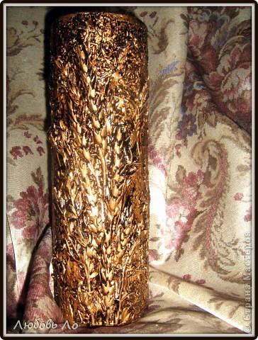 """Ваза для цветов в технике""""Терра"""".  Шпатлевка, вдавленные колосья  злаковых, клей ПВА, золотая краска из баллончика, битум, уайт-спирит, лак. фото 1"""