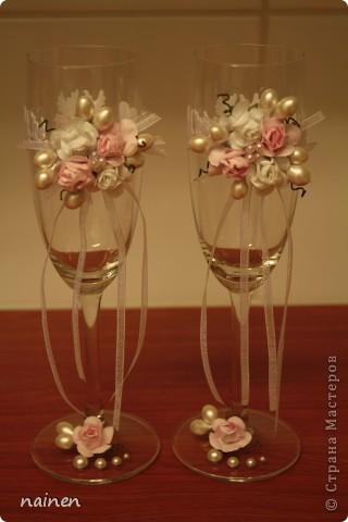 Мой первый опыт. Долго вынашивала желание декорировать свадебные бокалы! Видимо...пришло время :) Эти бокальчики ищут хозяев! Можно приобрести в Питере. фото 1