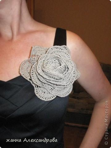 Захотелось мне украсить вечернее платье и вот решила его украсить цветком. Ниточки - Ромашка с люрексом. Хватило одного клюбочка 25 г. фото 1
