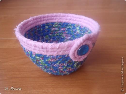 Корзиночка-малявочка  Шнур и полоски ткани. июль 2012  фото 1