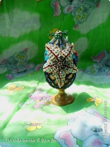 А это яйцо, было сделано, несколько лет назад, но я все забывала его сфотографировать. На самом верху, у нас черепашка, Чуть ниже- морская звезда: фото 1
