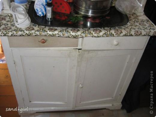 Это конечный вид моего древнего буфета на кухне на даче. Не могу сказать, что закончила над ним работу, но точно он стал лучше. Можете убедиться в этом сами на следующей фотографии. фото 3
