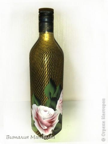 Здравствуйте жители СМ! Я сегодня к вам с новой бутылочкой. Описывать не буду, думаю все и так понятно. Как делала фон http://stranamasterov.ru/node/390795 Как рисовала розы вот МК http://stranamasterov.ru/node/372549 . Желаю приятного просмотра и отличного настроения!  фото 4