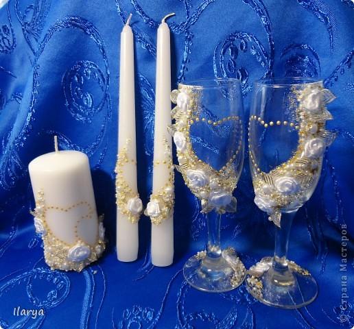 """Наконец-то, путем долгого изучения различных МК, обсуждений, поисков нужных материалов и т.д. и т.п. я сделала этот свадебный комплект, по заказу родственницы! Пожелание было: белые цветы и побольше отделки """"под золото"""""""