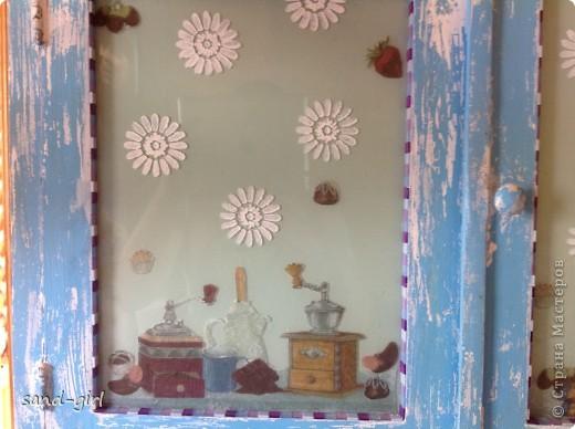Это конечный вид моего древнего буфета на кухне на даче. Не могу сказать, что закончила над ним работу, но точно он стал лучше. Можете убедиться в этом сами на следующей фотографии. фото 8