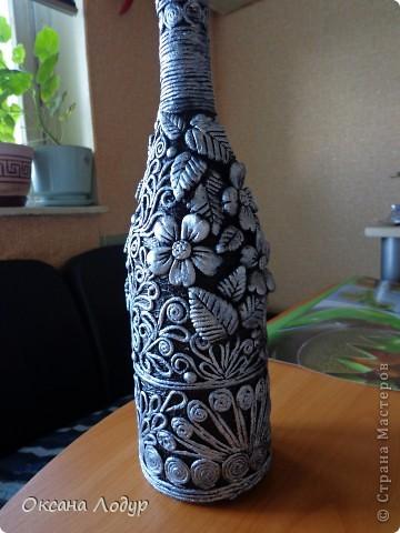 Вот такая бутылочка вышла, с лепкой из соленого теста, и узорами из салфеток) фото 1