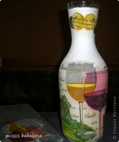 """Привет """"Страна"""". Я с очередной бутылкой, только это заказ знакомой. Переделывала два раза, то салфетка не хотела разглаживаться. то кракелюр на ПВА подвел. фото 4"""