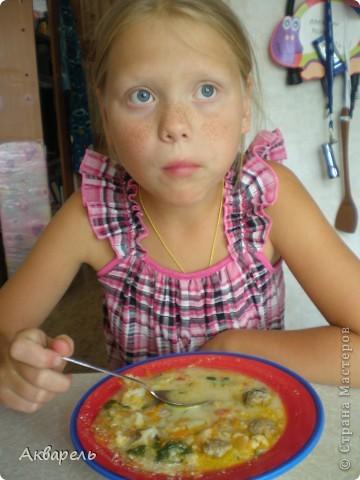 """Приготовила вот такой простенький овощной супчик для Оли. Мы его называем """"Как любит Карлсон"""", дочка не очень хорошо ест, но такой супчик уважает. Его можно сделать и овощной, и с фрикадельками. С фрикадельками сытно, для детей как раз. И первое, и второе в одной тарелке. Думаю многие так готовят, но у меня есть свои секреты вкуса, хочу с вами поделиться. фото 15"""