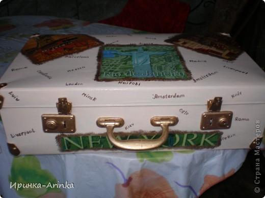 Вдохновилась чемоданчиками в интернете, решила достать из закромов старый чемодан и сделать вот такую красотень!!!! фото 2