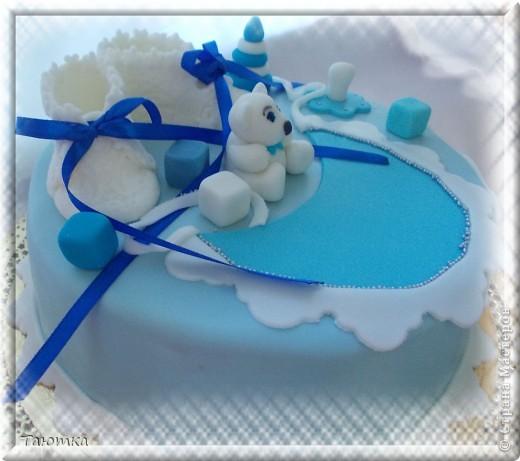 А вот и тортик с теми самыми пинетками, по которым я недавно делала МК)  фото 2