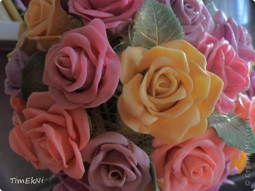 Добрый день всем! представляю вашему вниманию розовое деревце, сделанное как свадебный подарок  сестре мужа.Свадьба будет 28.она его ещё не видела. В нём 65 розочек, в высоту 35 см от основания горшочка.  фото 2