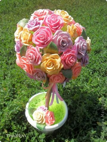 Добрый день всем! представляю вашему вниманию розовое деревце, сделанное как свадебный подарок  сестре мужа.Свадьба будет 28.она его ещё не видела. В нём 65 розочек, в высоту 35 см от основания горшочка.  фото 1